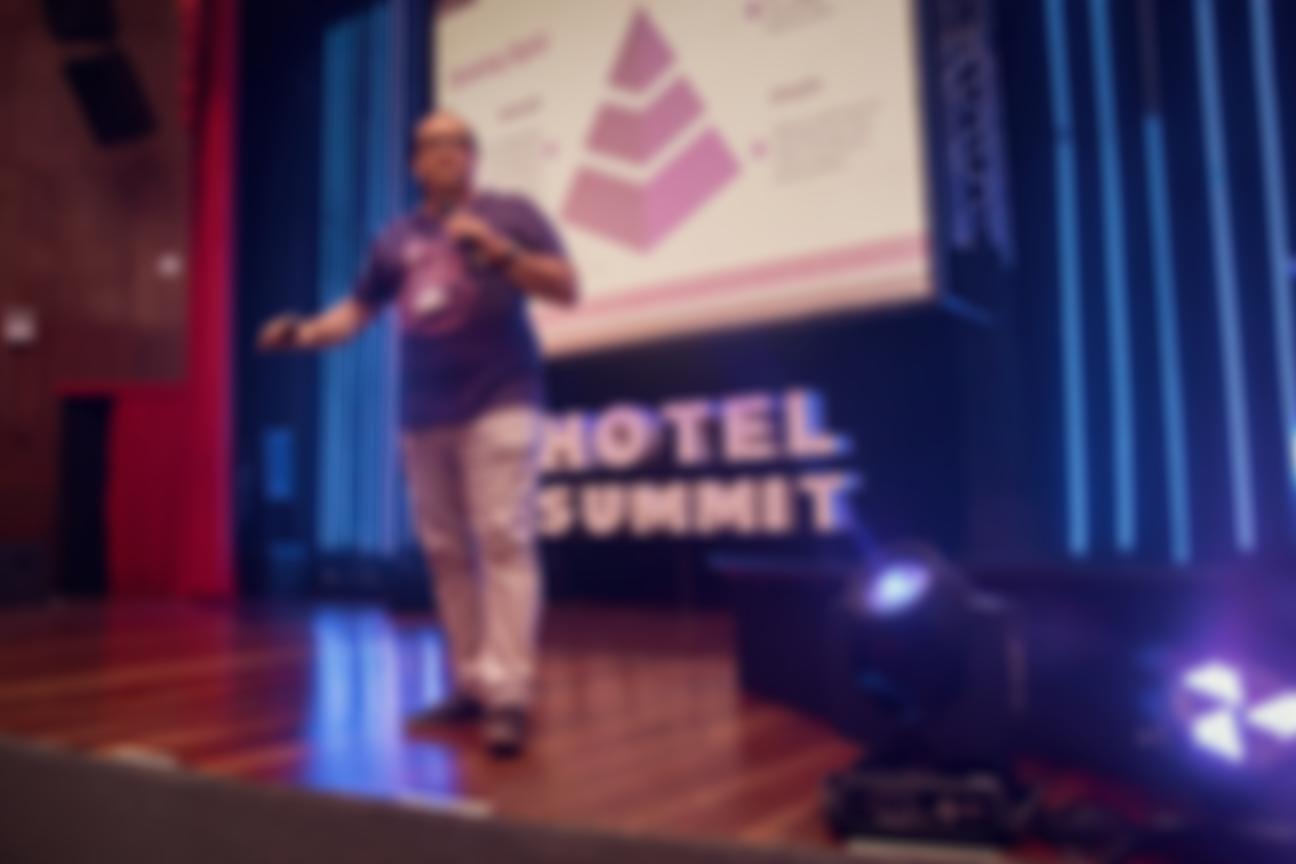 CEO Alessandro Canella em palco - Hotel Summit 2019