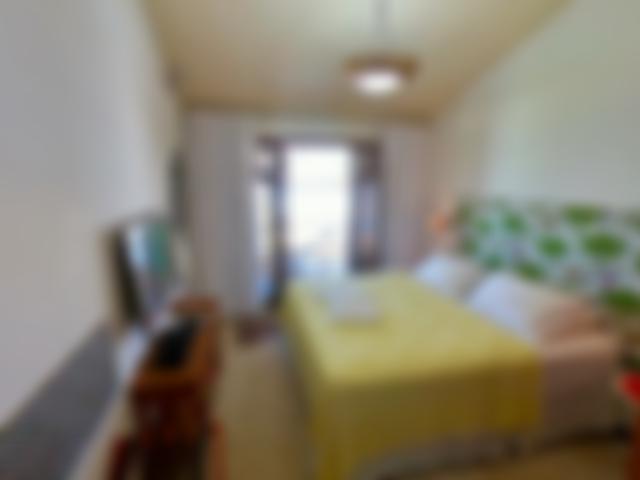 Apartamento 1 é equipado com cama Queen, TV e wifi