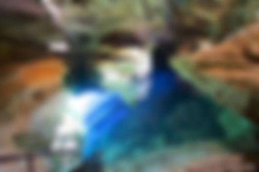 Águas transparentes do Poço Azul