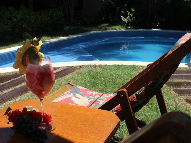 Piscina, Drink e Sol - Pousada em Praia do Forte - Bahia