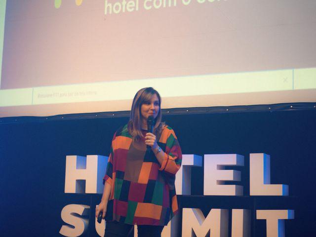 Palestrante Naline Vasconcelos em cena - Hotel Summit 2019