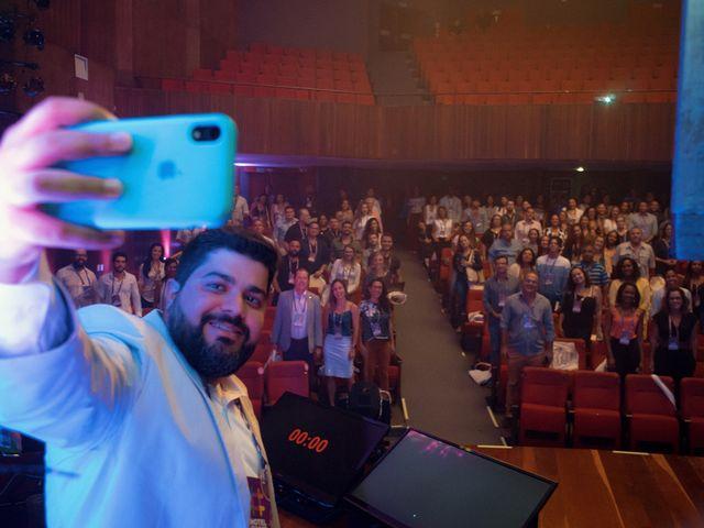 Tassio Gil garantindo a selfie no Hotel Summit 2019